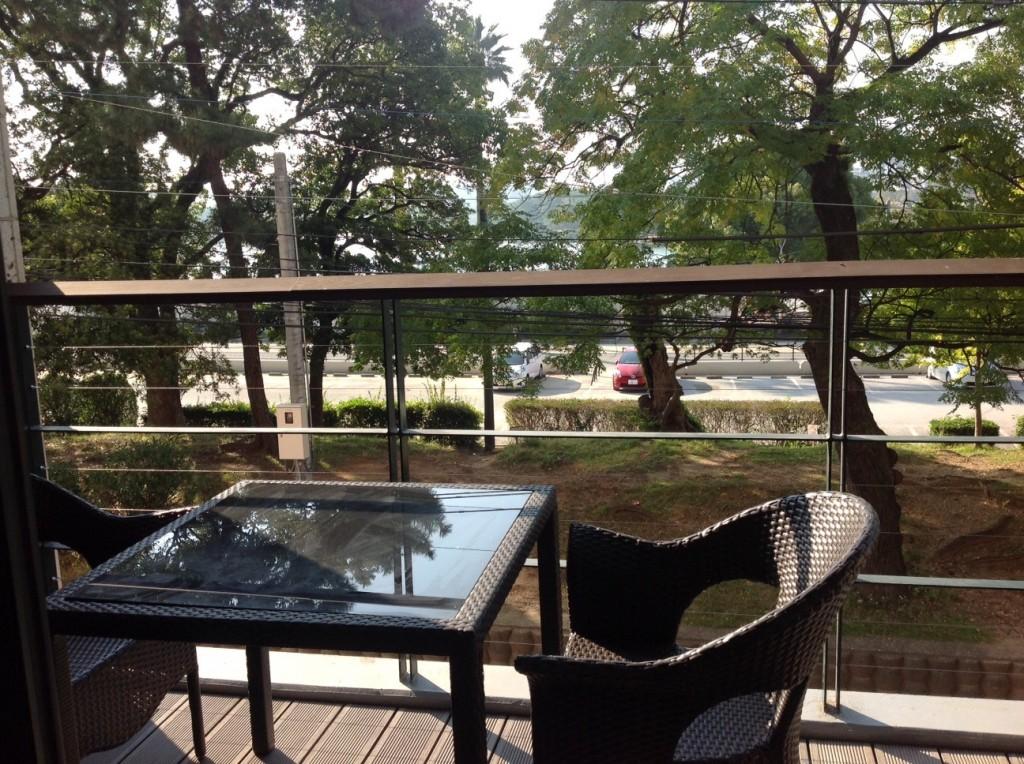 窓から公園